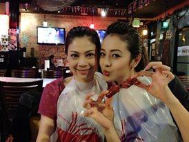 Thanh Thảo và vợ chồng Jennifer Phạm rủ nhau đi bar 5