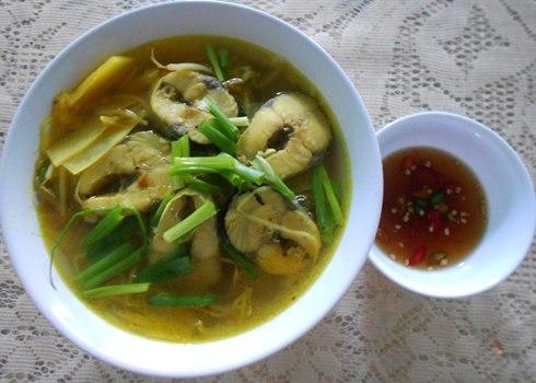 Canh chua nấu cá chuồn thanh mát ngày hè 1