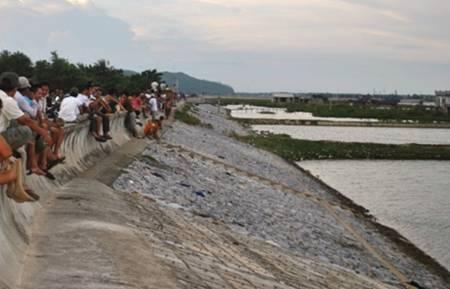 Hỗn chiến kinh hoàng trên sông, 11 người mất tích và trọng thương 1