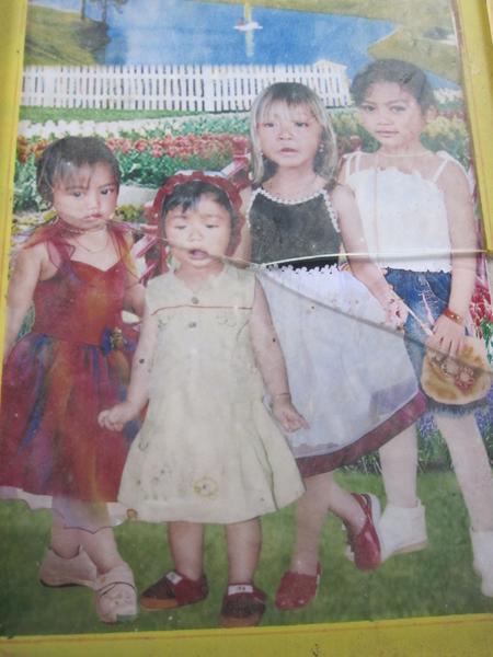 Hai chị em có màu tóc lạ mất tích bí ẩn 2