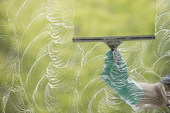 Vài cách đơn giản giúp lau sạch cửa kính 2