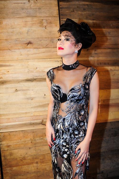 Choáng vì Lâm Chi Khanh váy xuyên thấu táo bạo khoe dáng 7