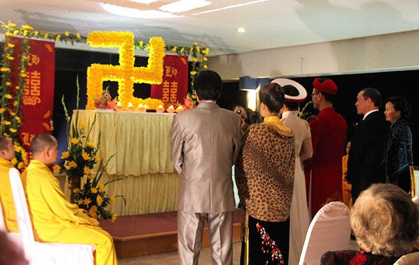 Sao Việt làm đám cưới nơi cửa Phật 10