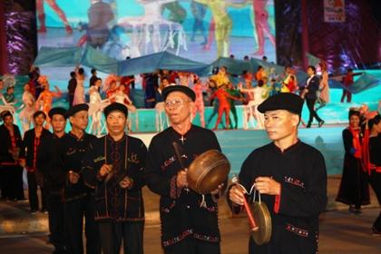Ngắm hình ảnh rực rỡ tại lễ hội Carnaval Hạ Long 2013 17