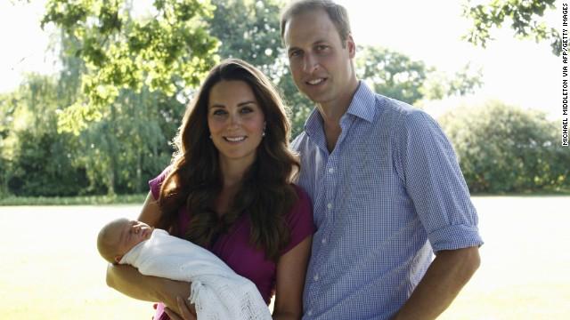 Đáng yêu Hoàng tử George tròn 8 tháng 4