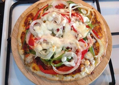 Tự làm bánh pizza ngon như ngoài hàng 9