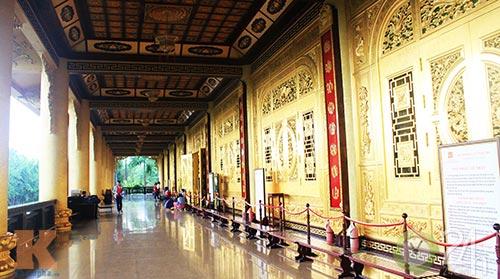 Chiêm ngưỡng đền thờ dát vàng giá ngàn tỷ tại Việt Nam 3