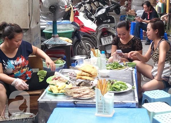 Khám phá những món ngon mà rẻ tại ngõ Đồng Xuân 12