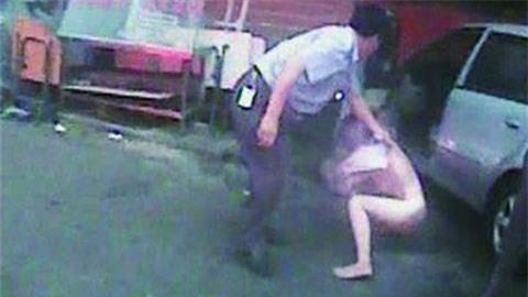 Cô gái khỏa thân, thách thức cảnh sát 1