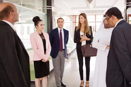 Lý Nhã Kỳ thanh lịch khi làm việc với nhiều trường đại học ở Dubai 13