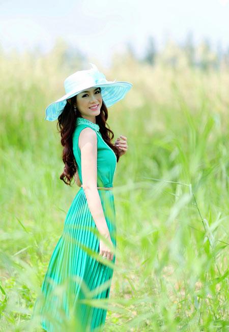 Hoa hậu Yến Nhi duyên dáng cùng nón thu 1