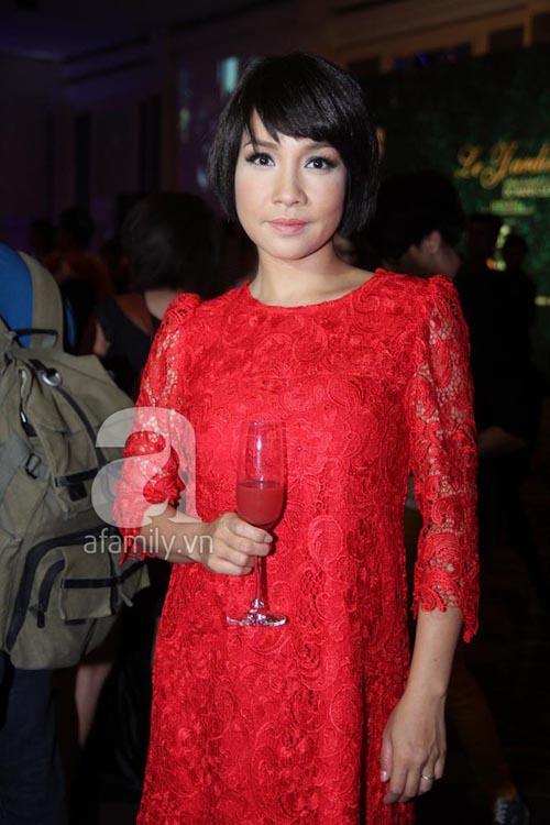 Diva Việt quyến rũ khi diện váy gam đỏ 5