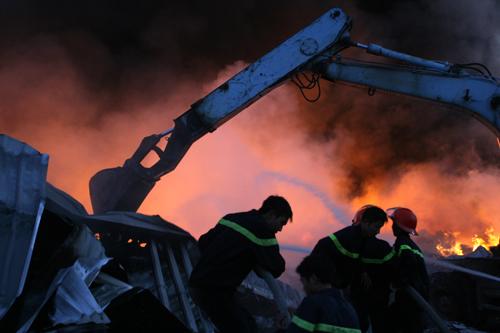 Biển lửa bao trùm nhà máy Diana Bắc Ninh 5