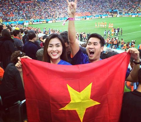 Tăng Thanh Hà bị 'ném đá' vì cầm ngược cờ Tổ quốc 2