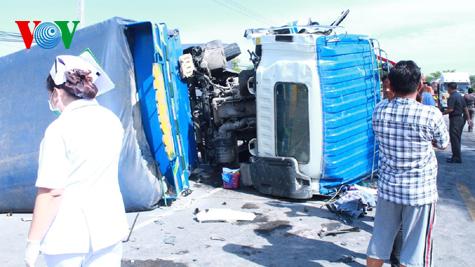 Hình ảnh vụ tai nạn thảm khốc tại Thái Lan làm 12 người Việt tử nạn 2
