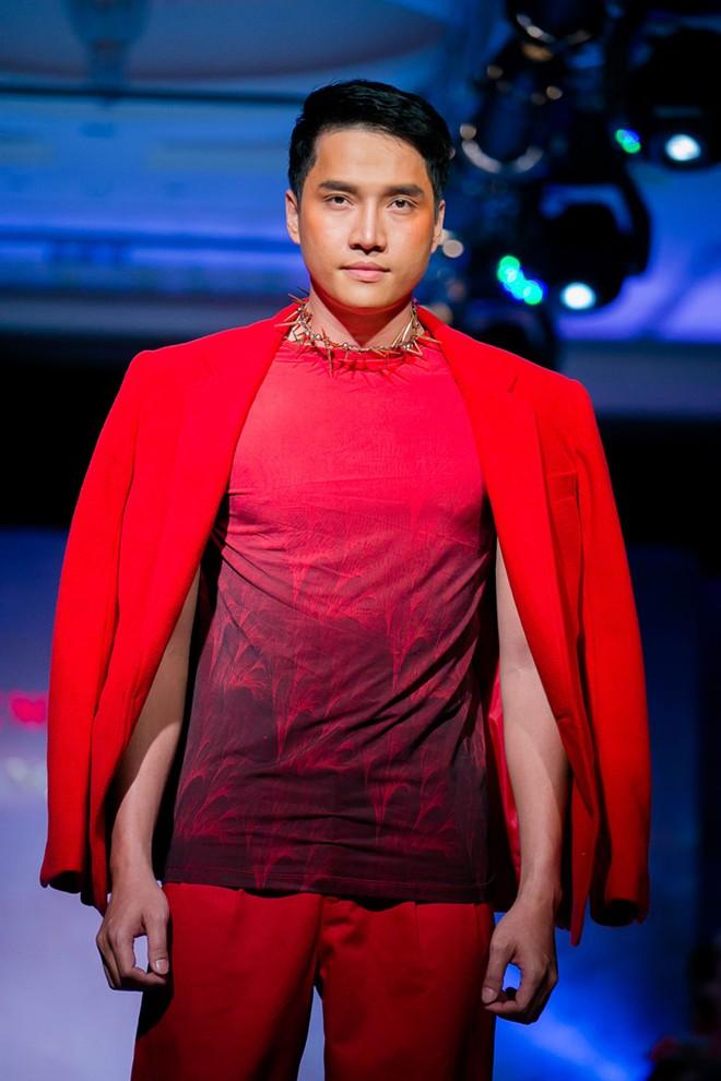 Phát hoảng với mẫu nam mặc váy ren xuyên thấu lộ nội y phản cảm 21