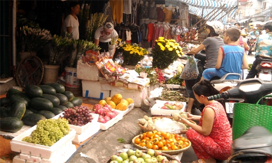 Rằm tháng 7: Đắt từ thịt, rau đến hoa quả 2