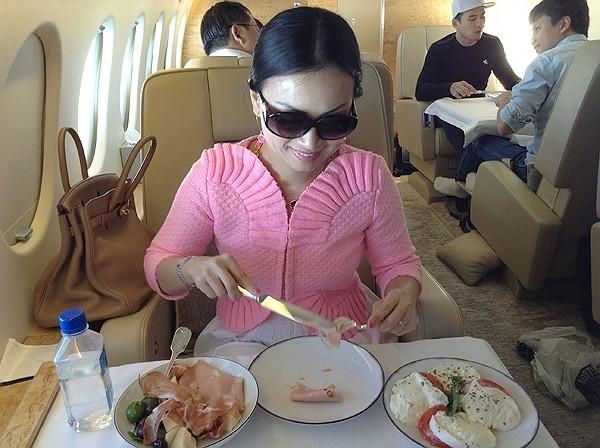 Cuộc sống giàu có của em gái Cẩm Ly, người Việt giàu nhất thế giới 3