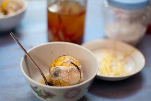Trẻ ăn trứng lộn: Bác sĩ nói gì? 1