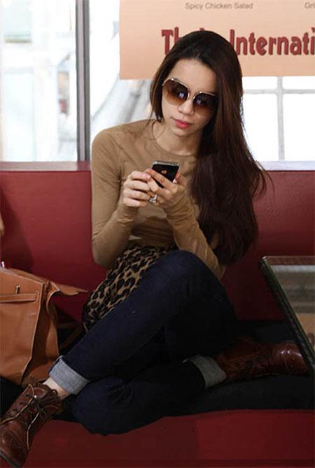 """Điện thoại của sao Việt: Khi smartphone, lúc... """"cục gạch"""" 8"""