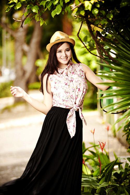 Cùng sao Việt chọn mũ cho chuyến du lịch hè 2