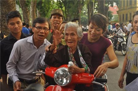 Cụ 110 tuổi vào viếng Đại tướng khiến nhiều người rơi lệ 5