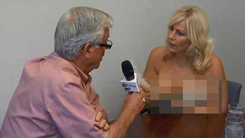 """Sốc với hình ảnh nữ phóng viên """"ngực trần"""" phỏng vấn trên truyền hình 1"""