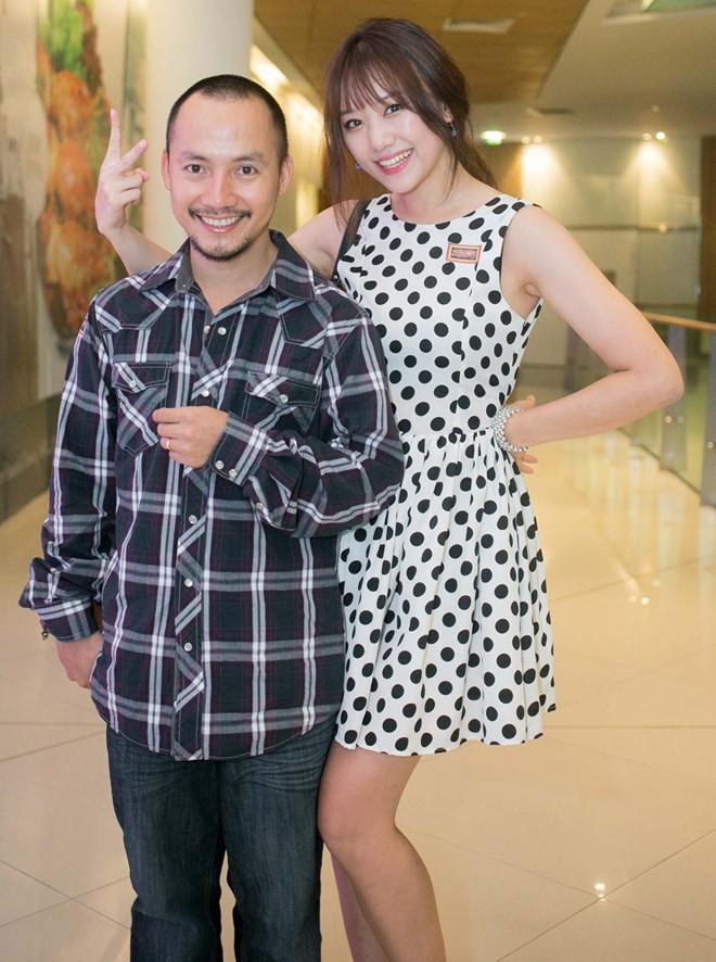 Tiến Đạt bị bạn gái Hàn 'vặn cổ' vì mải ngắm chân dài 3
