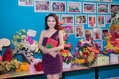 Hoa hậu Diễm Hương tổ chức sinh nhật hoành tráng toàn màu tím 5