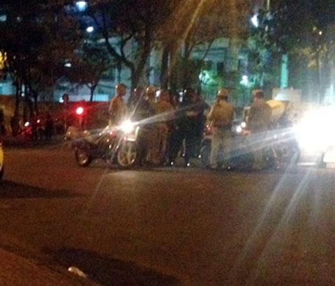 Trăm cảnh sát đột kích vũ trường lớn nhất Sài Gòn 3