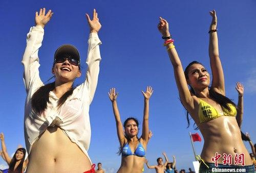 Ngắm rừng người đẹp nhảy múa bên bãi biển 6
