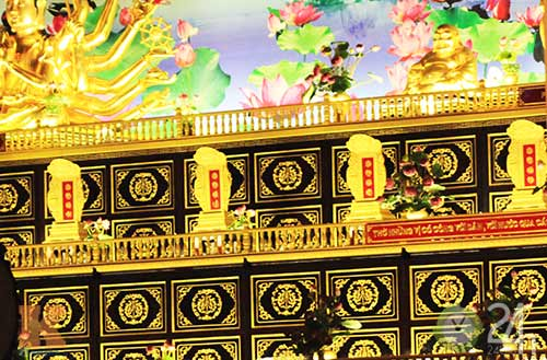Chiêm ngưỡng đền thờ dát vàng giá ngàn tỷ tại Việt Nam 11