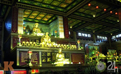 Chiêm ngưỡng đền thờ dát vàng giá ngàn tỷ tại Việt Nam 9