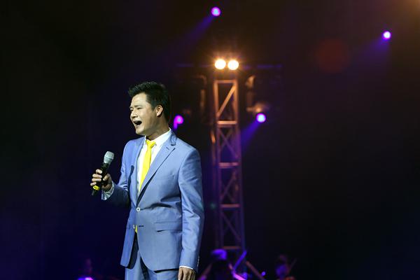 Hồng Nhung mặc váy đụp, hát như nhập đồng 10