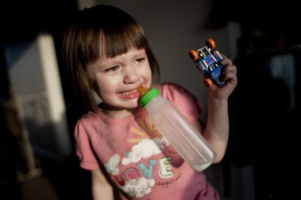 Thế giới bí ẩn của một bé gái 3 tuổi mắc bệnh tự kỷ 12