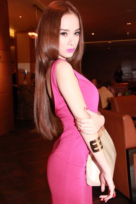 Angela Phương Trinh: Cô nàng chịu khó F5 kiểu tóc 5