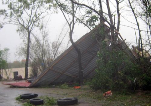 Miền Trung tan hoang sau bão 9