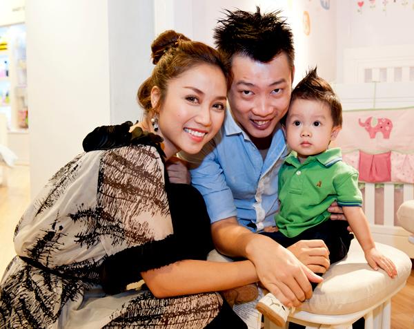 Ốc Thanh Vân xỏ lỗ tai cho con gái ngay khi chào đời 2