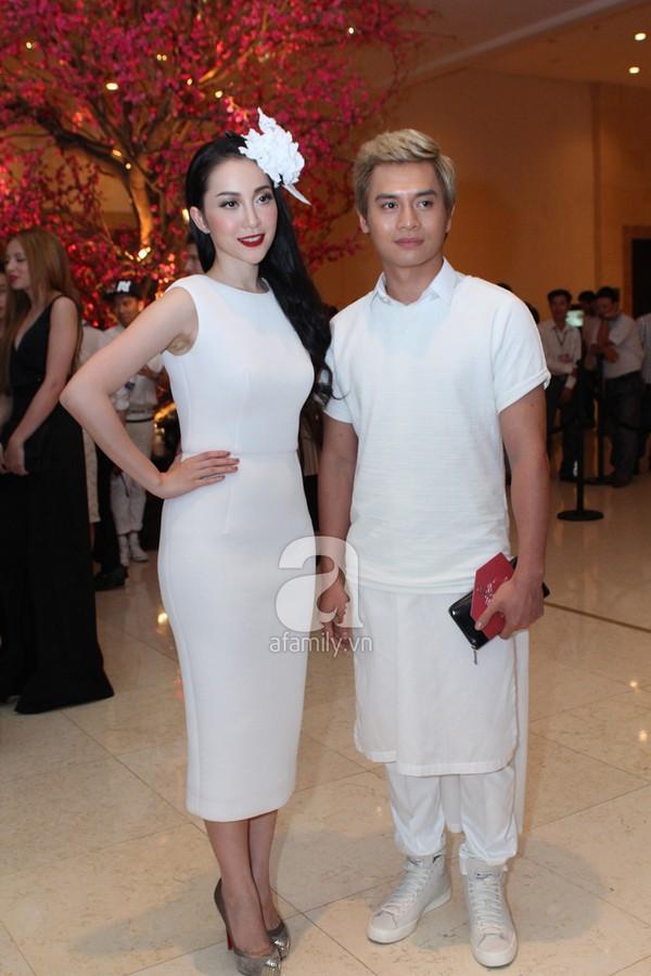 Mỹ nhân Việt lộng lẫy váy trắng trên thảm đỏ 1