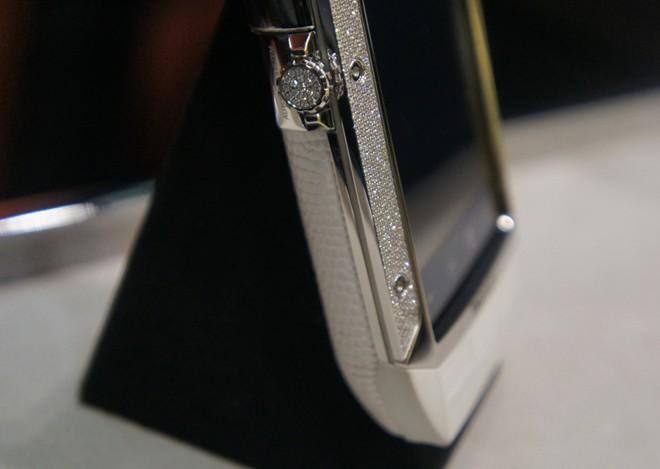 Điện thoại độc nhất Việt Nam giá hơn 600 triệu đồng 11