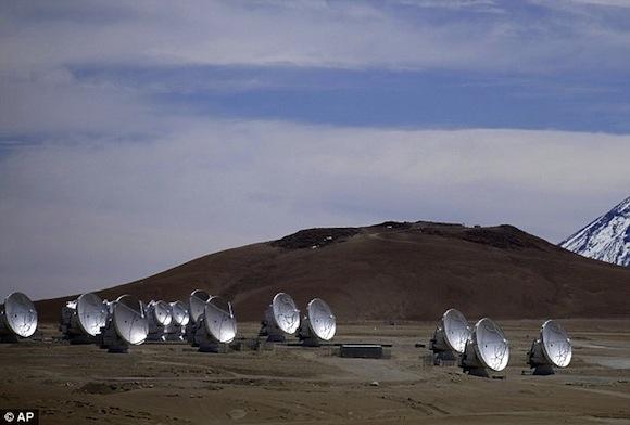 Ngắm tuyết rơi cực lạ trên sa mạc khô cằn nhất thế giới 4