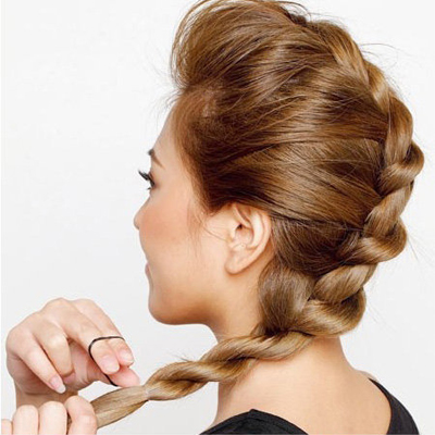 Cách đơn giản thực hiện 2 kiểu tóc đẹp ngày hè cho nàng công sở 11