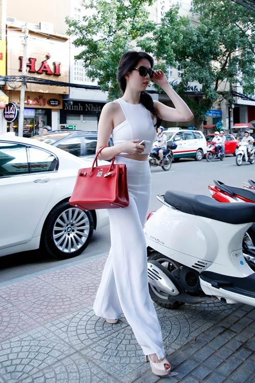 Soi thời trang hàng hiệu trong tháng của sao Việt 11