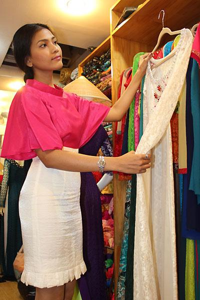 Trương Thị May chọn trang phục đến Miss Universe 5