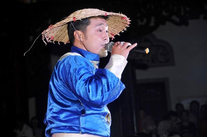 Nhật Kim Anh bất ngờ té xỉu trên sân khấu 8