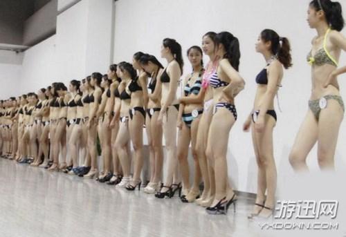 Choáng với các nữ sinh diện bikini nóng bỏng lên lớp 1