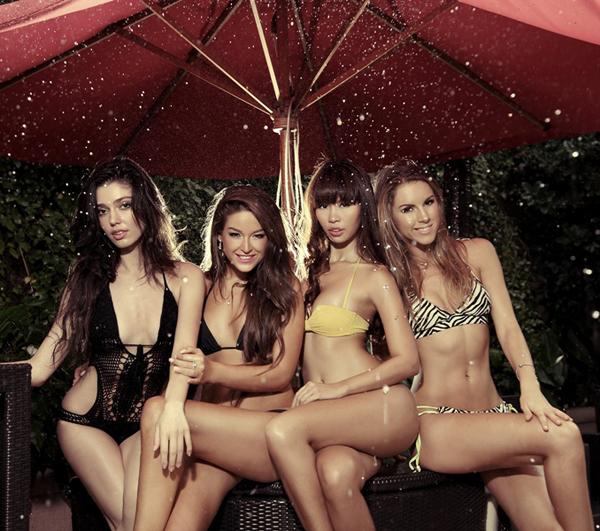 Hà Anh bốc lửa bên top 3 Miss Global 2