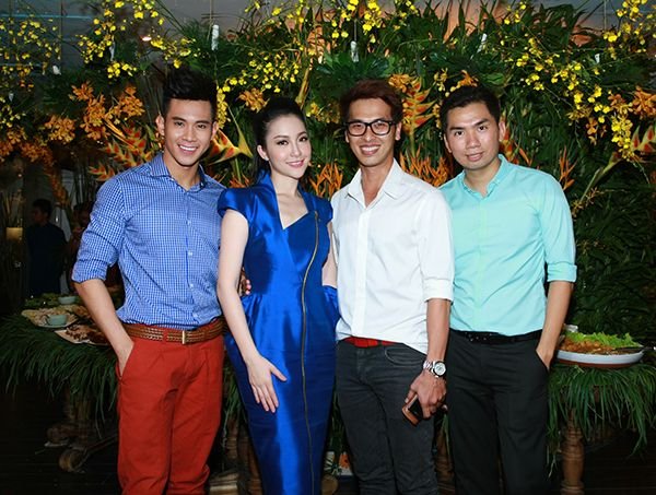 Vợ chồng Tăng Thanh Hà tình cảm đi tiệc 15