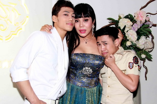 Hoảng hồn cảnh Cindy Thái Tài áp má Don Nguyễn vào bộ ngực đồ sộ 12