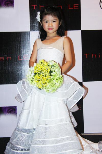 Con gái Trương Ngọc Ánh tự tin lần đầu lên sàn diễn thời trang 4